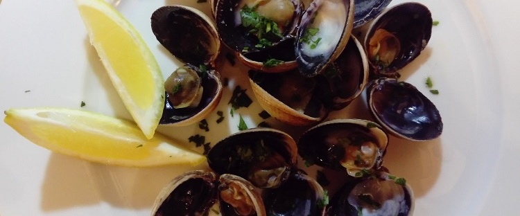 James Bond littleneck clams