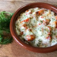 Crayfish tails with cream and dill sauce